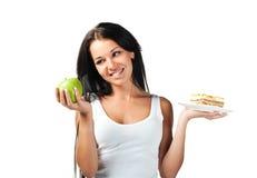 девушка плодоовощ торта холодная вручает ее Стоковое Изображение