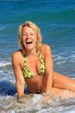 девушка пляжа красивейшая счастливая Стоковые Изображения