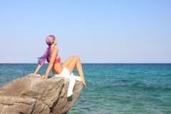 девушка пляжа красивейшая meditating Стоковое фото RF