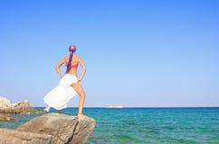 девушка пляжа красивейшая meditating Стоковые Фото
