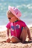 девушка пляжа немногая Стоковое Изображение