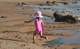 девушка пляжа немногая Стоковые Изображения RF
