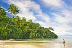 девушка пляжа тропическая Стоковая Фотография RF