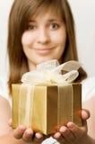 девушка подарка коробки стоковые изображения rf