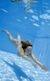девушка подводная Стоковое фото RF