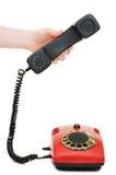 девушка поднимает красный цвет приемника телефона Стоковое Фото