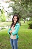 Девушка подростка усмехаясь снаружи Стоковая Фотография