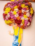 Девушка покрашенная с волосами цветка стоковые фото