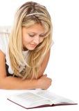 девушка пола книги кладя чтение стоковые изображения rf