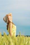 девушка поля милая Стоковое Фото