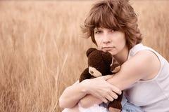 девушка поля унылая Стоковая Фотография RF