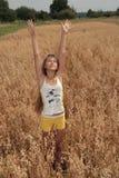 девушка поля ячменя Стоковые Фотографии RF