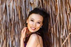 Девушка портрета конца-вверх молодая красивая азиатская перед hu стоковое изображение rf