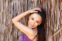 Девушка портрета конца-вверх молодая красивая азиатская перед hu стоковая фотография rf