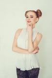 Девушка портрета красивая с смешным стилем причёсок Стоковая Фотография RF