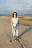 Девушка портрета на пляже Стоковая Фотография RF