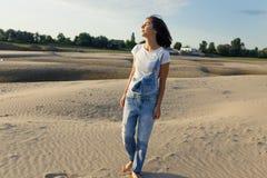 Девушка портрета на пляже Стоковые Фотографии RF