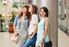 Девушка портрета с друзьями Стоковое Изображение RF