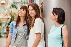 Девушка портрета с друзьями Стоковые Фотографии RF