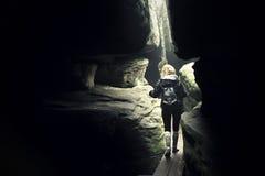 Девушка потерянная в лабиринте Стоковая Фотография RF