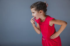 Девушка положила палец в его опостылетый рот Стоковое Фото