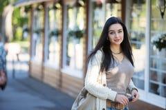 Девушка подростка в парке Стоковые Фото