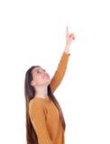 Девушка подростка 16 лет показывающ что-то Стоковые Фото