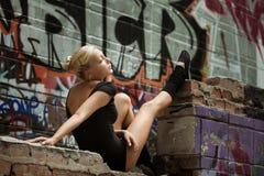 Девушка подростка красоты на улице Стоковые Фотографии RF