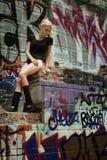 Девушка подростка красоты на улице Стоковое Изображение RF
