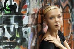 Девушка подростка красоты на улице Стоковое Фото