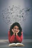 Девушка подростка с открытой книгой Стоковое Изображение