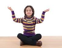 девушка практикуя довольно relaxed йогу стоковое фото rf
