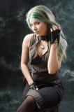 девушка представляя введенную в моду студию steampunk Стоковое фото RF