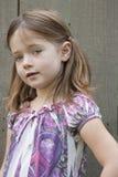 девушка представляя детенышей Стоковые Фотографии RF