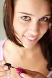 девушка пригвождает картину подростковой Стоковые Фото