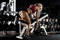 Девушка пригодности в гимнастике стоковое изображение rf
