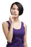 Девушка принимает таблетки стоковое изображение rf