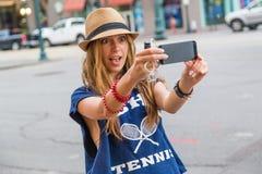 Девушка принимая selfie Стоковое Изображение RF