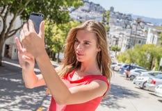 Девушка принимая selfie Стоковые Фотографии RF