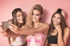 Девушка 3 принимая selfie Стоковое Изображение RF