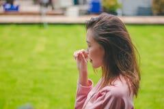 Девушка при ветер дуя ее волосы стоковое фото rf