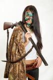 Девушка при оружие, охотясь винтовка, спорт стоковая фотография rf