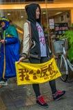 Девушка против ядерного Стоковая Фотография