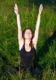 Девушка протягивая Стоковое Изображение RF