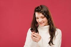 девушка прочитала sms стоковые фотографии rf