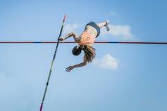 Девушка прыжка с шестом Стоковое Изображение