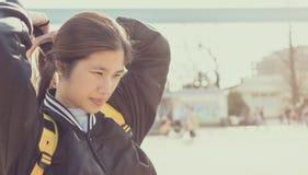 Девушка путешественника длинных волос азиатская внешняя Стоковые Изображения RF