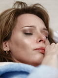 Девушка плача в hysterics Стоковая Фотография