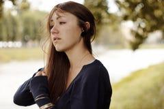 Девушка плачет на портовом районе Стоковое фото RF