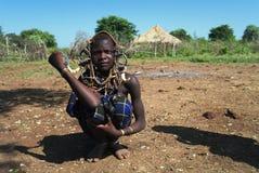 Девушка племени Mursi стоковое изображение